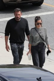 Ana de Armas and Ben Affleck at Brentwood Country Mart 06/20/2020 1