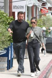 Ana de Armas and Ben Affleck at Brentwood Country Mart 06/20/2020 4