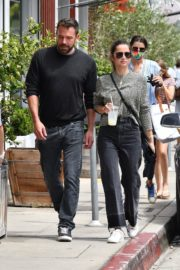 Ana de Armas and Ben Affleck at Brentwood Country Mart 06/20/2020 6