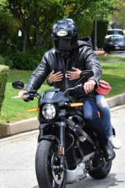 Ana de Armas and Ben Affleck on His Motorcycle Out in Los Angeles 2020/06/02 5