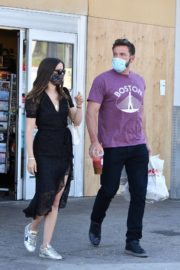 Ana de Armas and Ben Affleck Out Shopping in Los Angeles 2020/06/09 5
