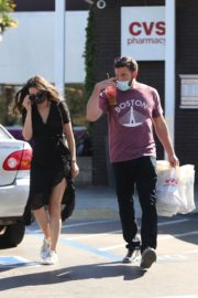 Ana de Armas and Ben Affleck Out Shopping in Los Angeles 2020/06/09 9