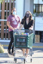 Ana de Armas and Ben Affleck Out Shopping in Los Angeles 2020/06/09 11