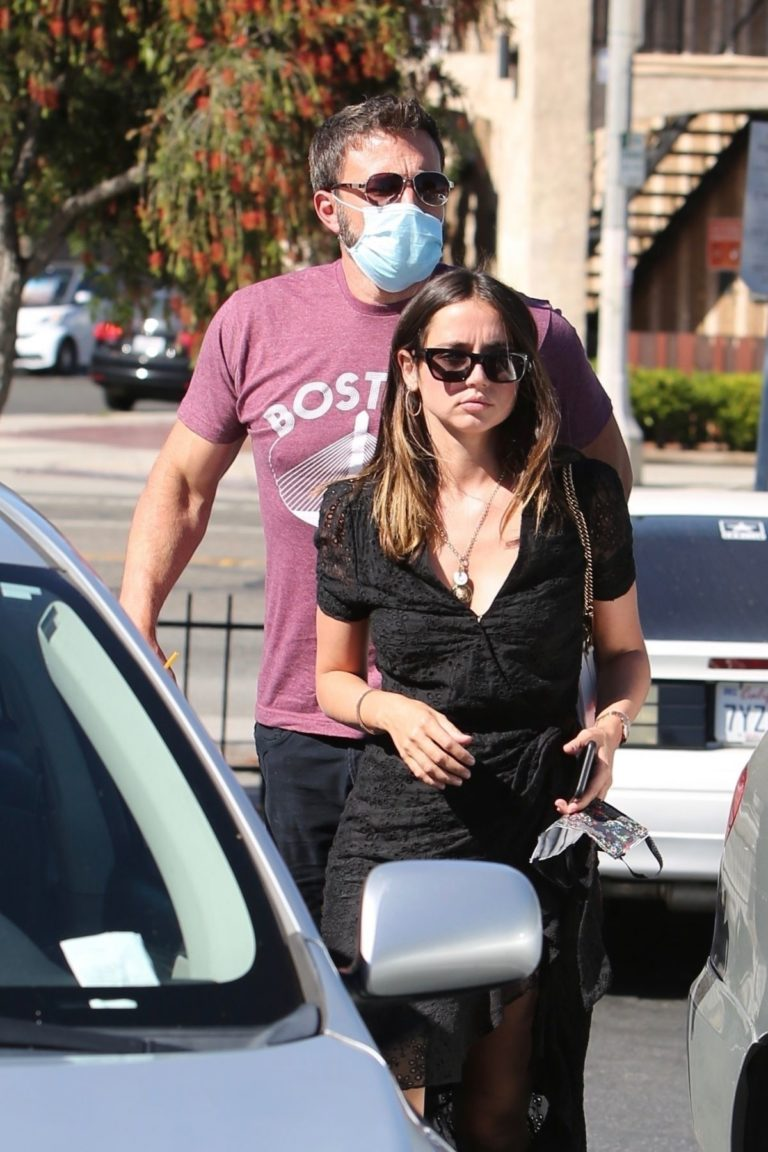 Ana de Armas and Ben Affleck Out Shopping in Los Angeles 2020/06/09 13