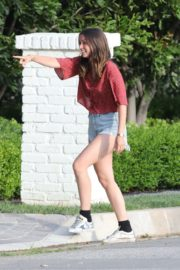 Ana De Armas seen in Beautiful Top and Denim Out in Brentwood 2020/06/04 5