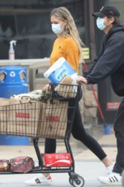 April Love Geary Out Shopping in Malibu 2020/06/18 1