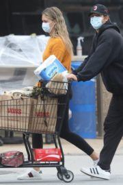 April Love Geary Out Shopping in Malibu 2020/06/18 7
