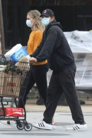 April Love Geary Out Shopping in Malibu 2020/06/18 8
