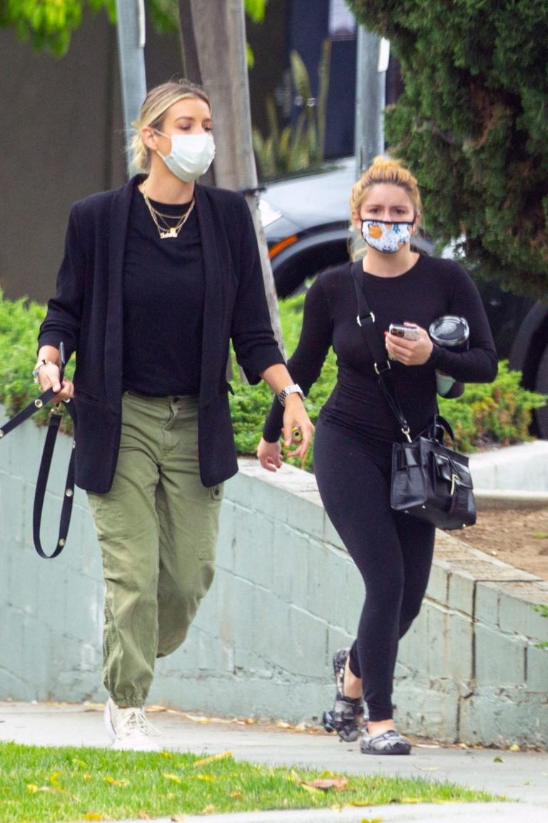 Ariel Winter Arrives at a Skin Care Clinic in West Hollywood 2020/06/05 5