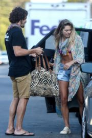 Ashley Hart in Denim Shorts Out in Los Angeles 2020/06/09 8