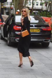 Ashley Roberts Arrives at Global Offices in London 2020/06/08 1