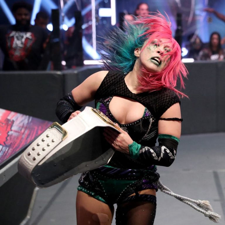Asuka vs. Nia Jax at WWE Raw Women's Championship Match 2020/06/15 1