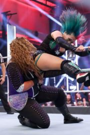 Asuka vs. Nia Jax at WWE Raw Women's Championship Match 2020/06/15 5