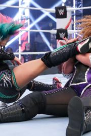 Asuka vs. Nia Jax at WWE Raw Women's Championship Match 2020/06/15 6
