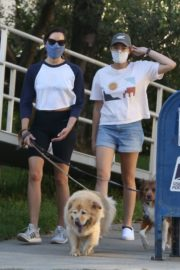 Aubrey Plaza Out with Her Dogs in Los Feliz 2020/06/11 3