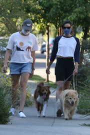 Aubrey Plaza Out with Her Dogs in Los Feliz 2020/06/11 7