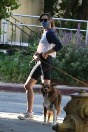 Aubrey Plaza Out with Her Dogs in Los Feliz 2020/06/11 9
