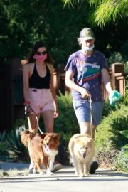 Aubrey Plaza Walks Her Dogs Out in Los Feliz 2020/06/10 3