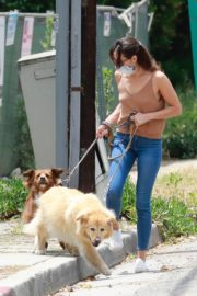 Aubrey Plaza Walks with Her Dogs Out in Los Feliz 2020/06/06 7