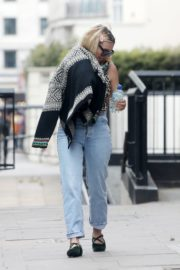Billie Piper Out and About in London 2020/06/03 4