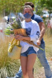 Brie Larson Shopping at Farmer's Market in Malibu 2020/06/14 13