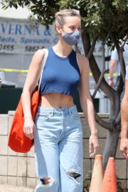 Brie Larson Shopping Out at a Market in Malibu 2020/05/31 2