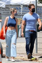 Brie Larson Shopping Out at a Market in Malibu 2020/05/31 5