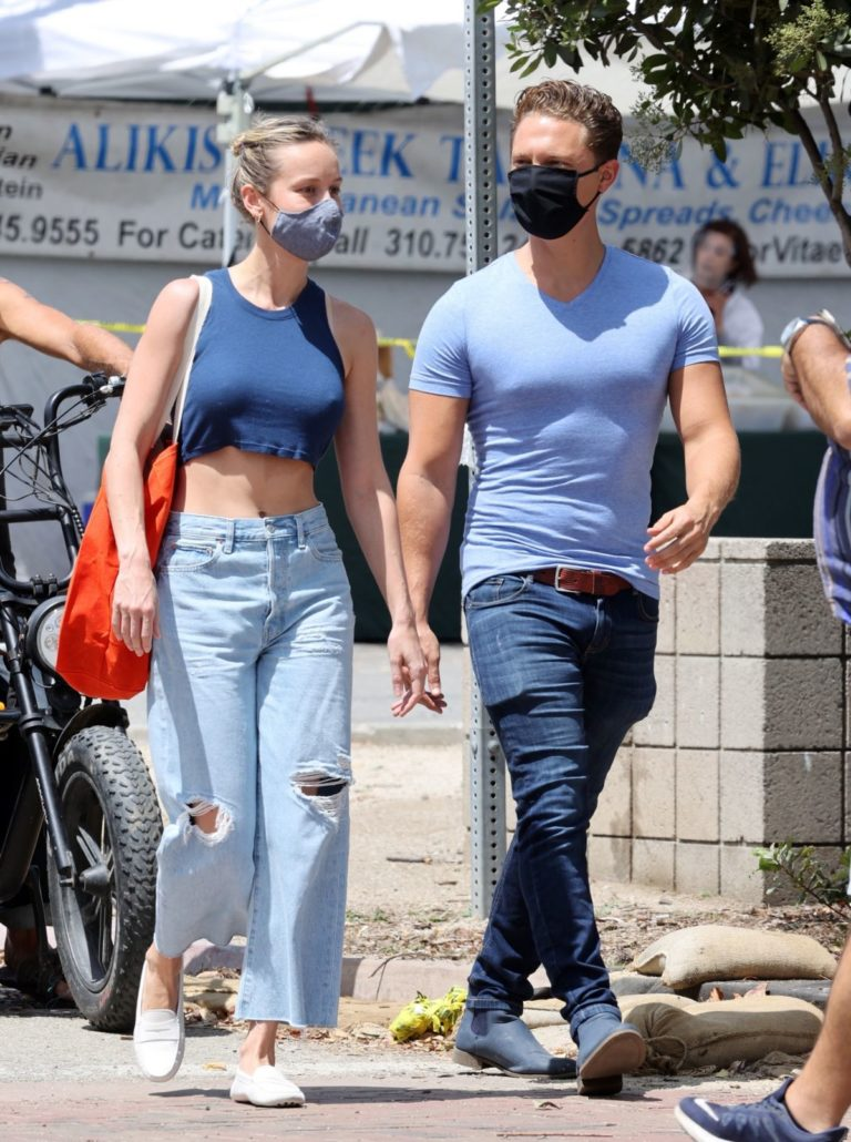 Brie Larson Shopping Out at a Market in Malibu 2020/05/31 8