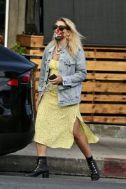 Busy Philipps Out for Lunch in Los Feliz 2020/06/06 2