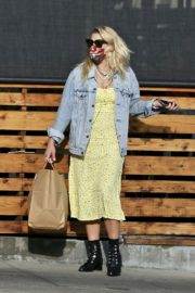 Busy Philipps Out for Lunch in Los Feliz 2020/06/06 3