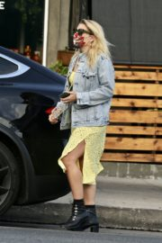 Busy Philipps Out for Lunch in Los Feliz 2020/06/06 4