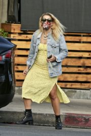 Busy Philipps Out for Lunch in Los Feliz 2020/06/06 6