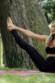 Caprice Bourret Live Streaming Her Online Yoga Classes From a Park in London 06/13 1