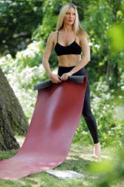 Caprice Bourret Live Streaming Her Online Yoga Classes From a Park in London 06/13 11