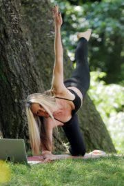 Caprice Bourret Live Streaming Her Online Yoga Classes From a Park in London 06/13 12