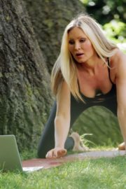 Caprice Bourret Live Streaming Her Online Yoga Classes From a Park in London 06/13 14