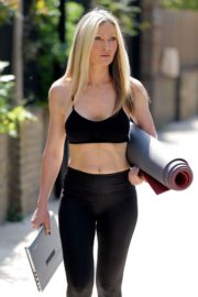 Caprice Bourret Live Streaming Her Online Yoga Classes From a Park in London 06/13 15