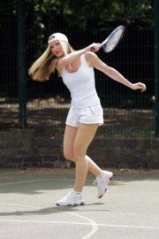Caprice Bourret Playing Tennis in London 2020/06/05 4