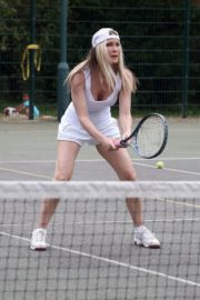 Caprice Bourret Playing Tennis in London 2020/06/05 6