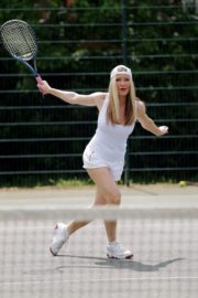 Caprice Bourret Playing Tennis in London 2020/06/05 12