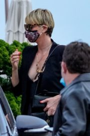 Charlize Theron Out and About in Malibu 2020/06/21 1
