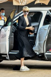 Charlize Theron Out and About in Malibu 2020/06/21 2
