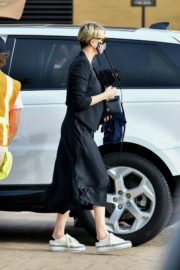 Charlize Theron Out and About in Malibu 2020/06/21 3