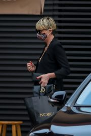 Charlize Theron Out and About in Malibu 2020/06/21 6
