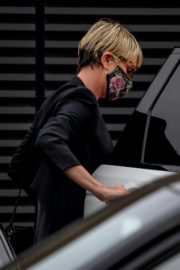 Charlize Theron Out and About in Malibu 2020/06/21 8