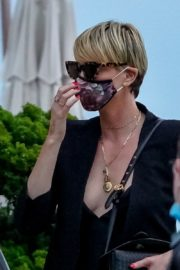Charlize Theron Out and About in Malibu 2020/06/21 9