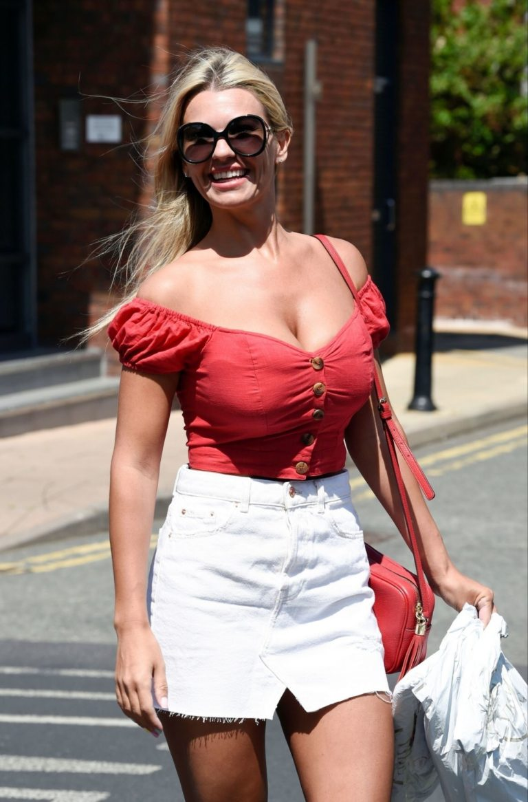 Christine McGuinness at a Post Office in Wilmslow 2020/06/01 5