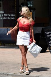 Christine McGuinness at a Post Office in Wilmslow 2020/06/01 7
