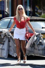 Christine McGuinness at a Post Office in Wilmslow 2020/06/01 12