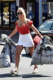 Christine McGuinness at a Post Office in Wilmslow 2020/06/01 13